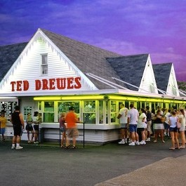 people lined up outside Ted Drewes